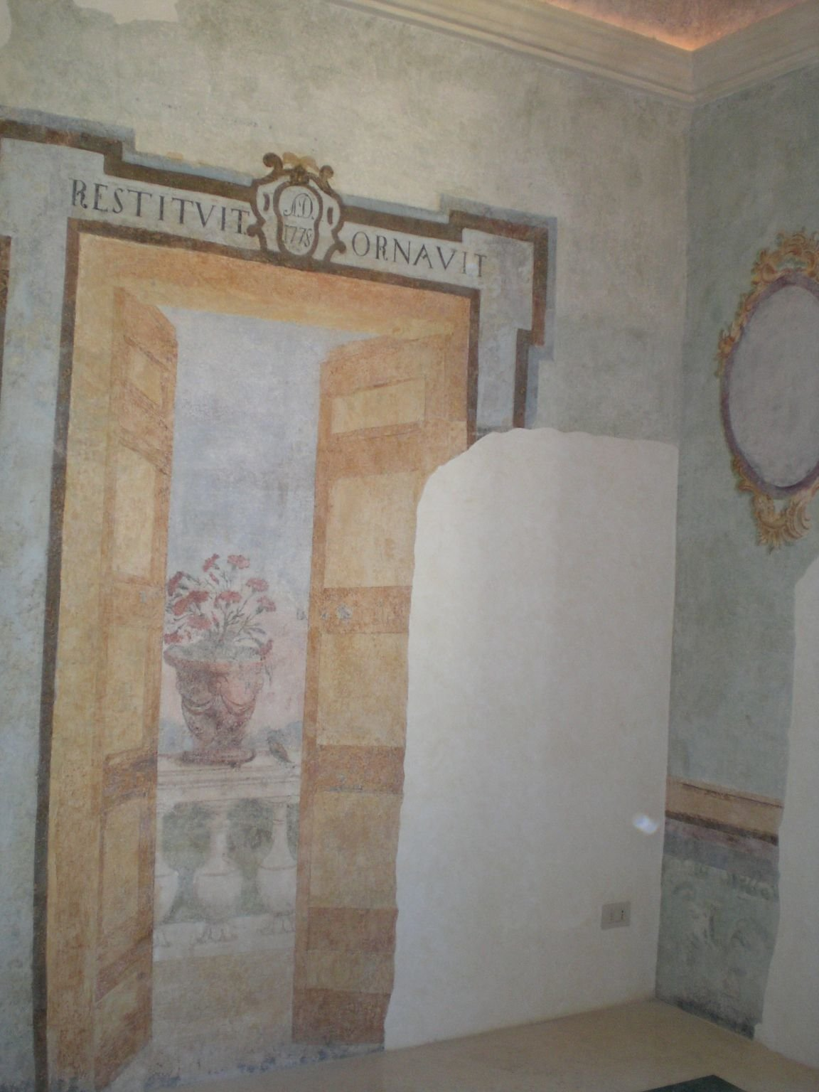 00083 Sala Finta Porta