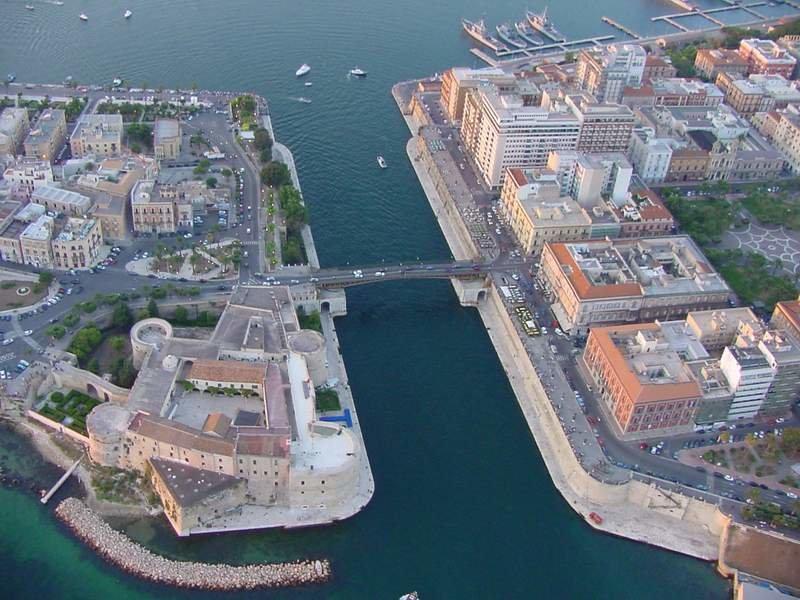 0093 Taranto Aereo09