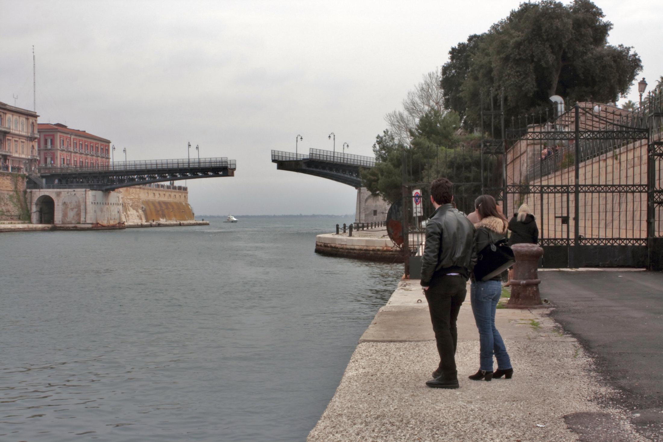 0098 Apertura Del Ponte