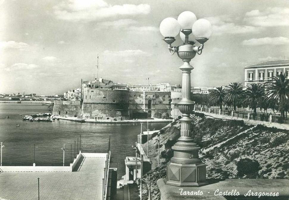 011 Taranto-Castello Aragonese Dalla Rotonda