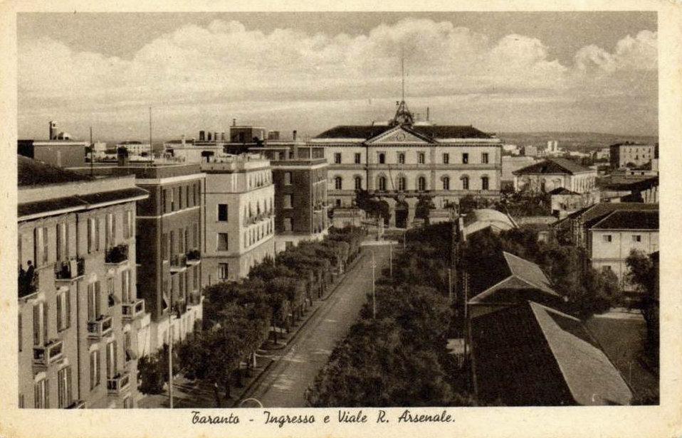 0174 Arsenale MM.-Viale Visto Dall\'alto-1945