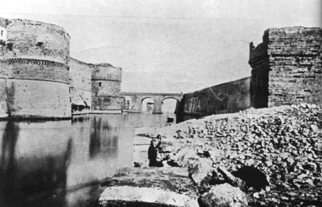 0004  Il Fossato Castello Aragonese-1870