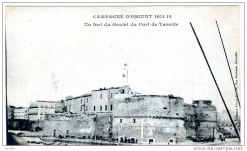 0022 Castello Aragonese-Campagna D\'Oriente 1914-1918